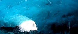 2014-08-05_usa_alaska_juneau_mendenhall-glacier_ice-cave-blue